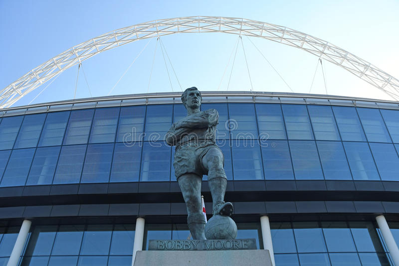 Bobby Moore Statue devant le Wembley Stadium photographie stock