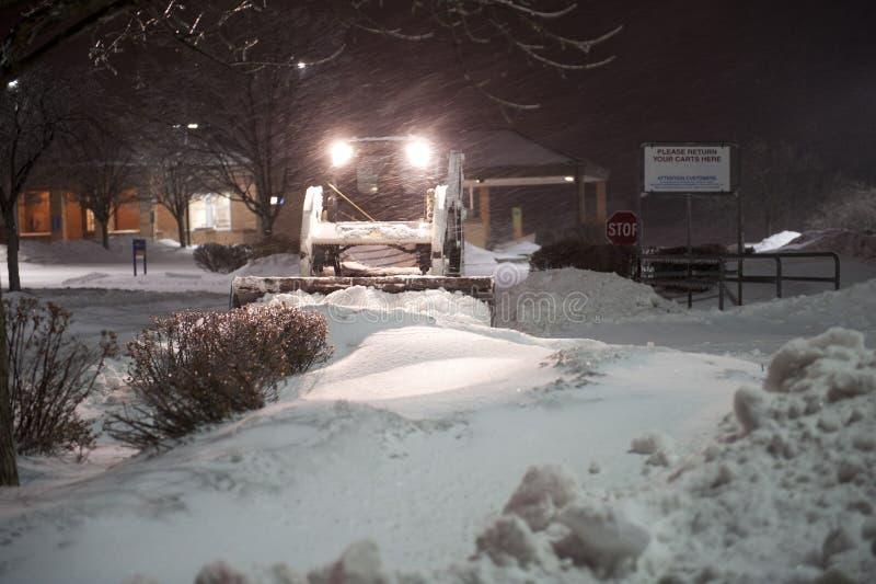 Bobcat die sneeuw verwijdert stock fotografie