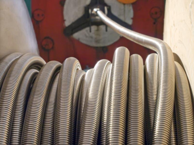 Bobina da mangueira do metal flexível. imagens de stock royalty free