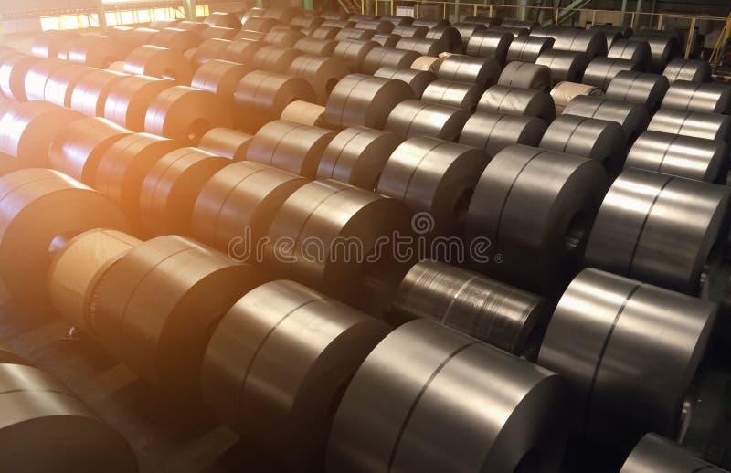 Bobina de aço laminada na área de armazenamento foto de stock royalty free