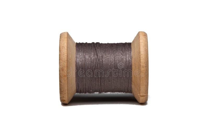 Bobina de madeira com linha de costura imagem de stock royalty free