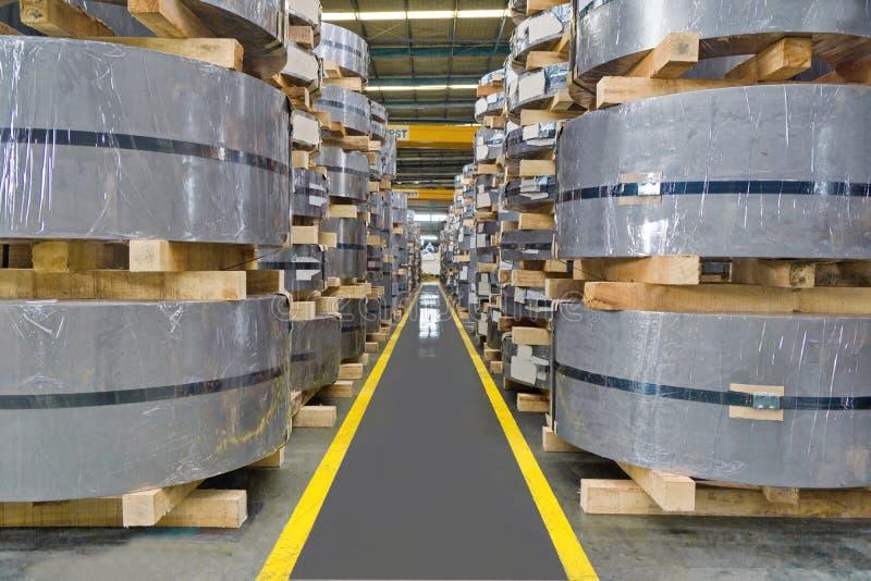Bobina dell'acciaio laminato, piastrina, strato, stoccaggio nel magazzino del centro di bobina immagine stock libera da diritti