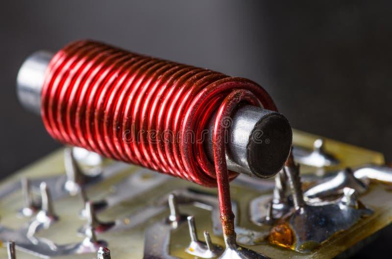 Bobina elétrica com núcleo de ferro fotografia de stock