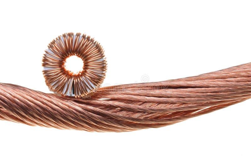 Bobina y alambres de cobre imagenes de archivo