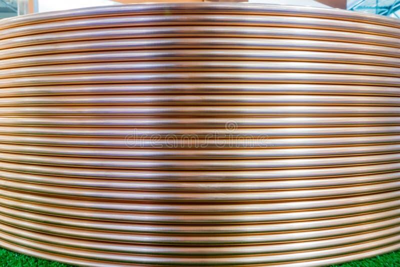 Bobinas de troca de cobre do tubo foto de stock royalty free