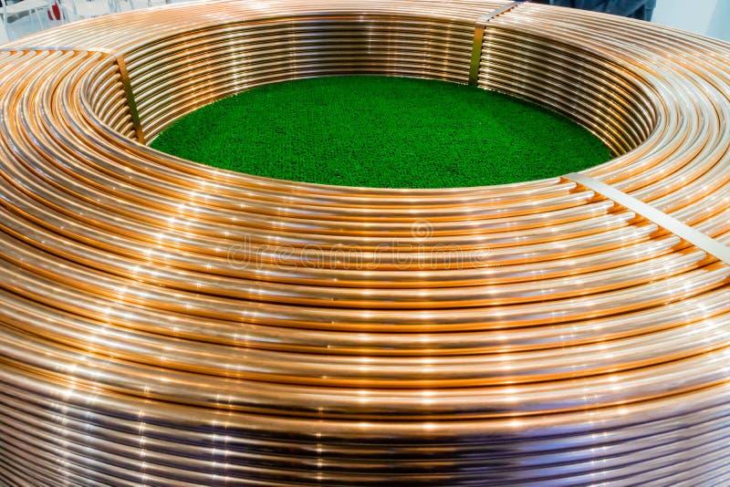 Bobinas de troca de cobre do tubo imagem de stock royalty free