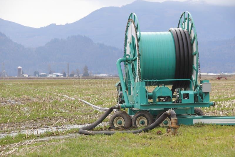 Bobine industrielle d'irrigation de ferme photographie stock libre de droits