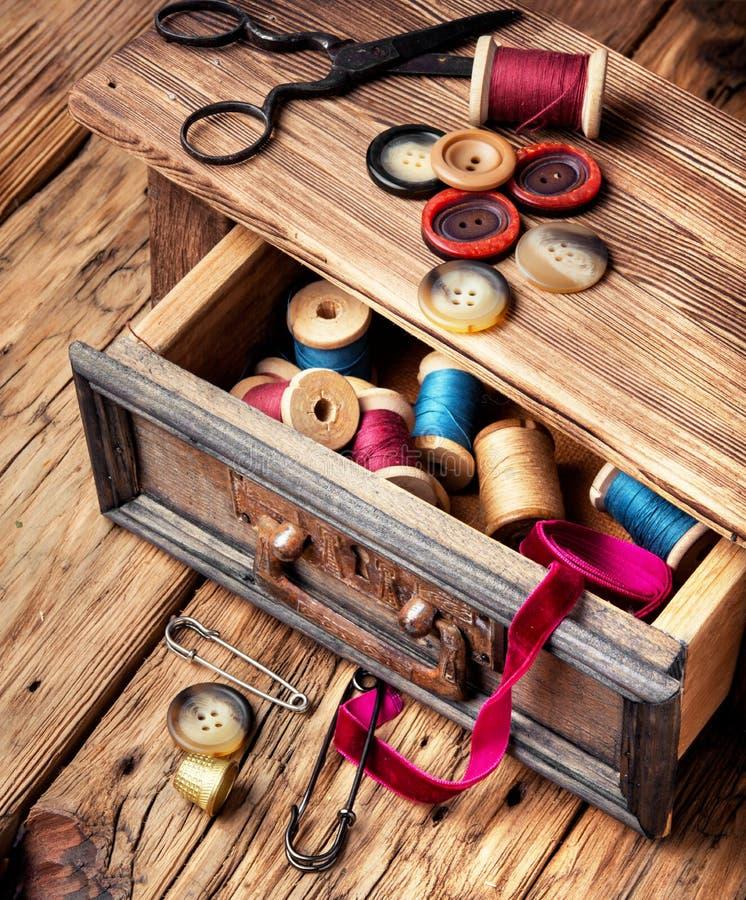 Bobines et boutons de fil photos stock