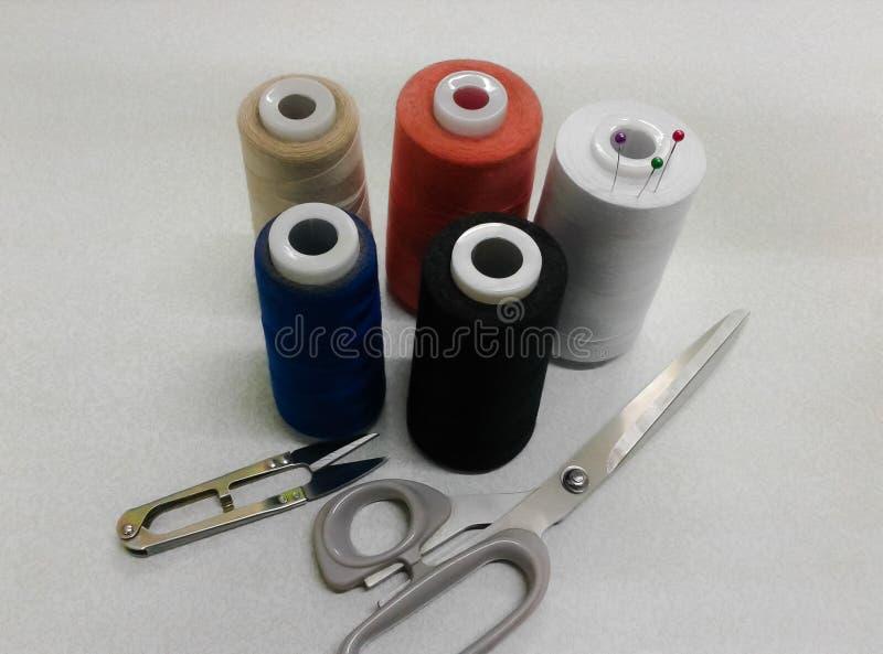 Bobines multicolores de fil photos libres de droits