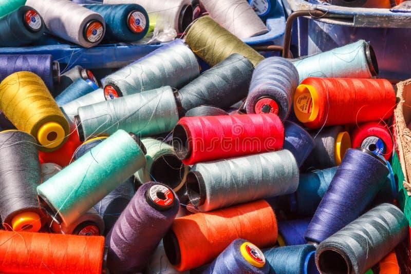 Bobiny bawełna dla sprzedaży obrazy stock