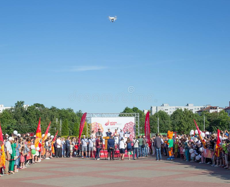 Bobruisk Vitryssland 06 03 2019: Den centrala fyrkanten av relän på tilldela och tändningen av branden av europeiska lekar 2019 royaltyfria foton