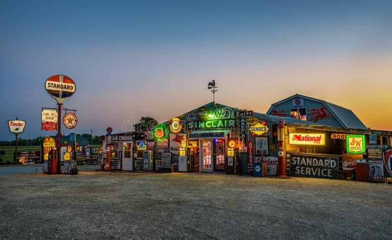 Bobs Benzin-Gasse auf historischem Weg 66 in Missouri stockfotografie