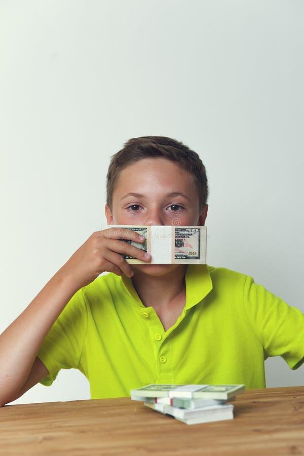 Boca da coberta da criança do Tween com notas de dólar fotografia de stock royalty free