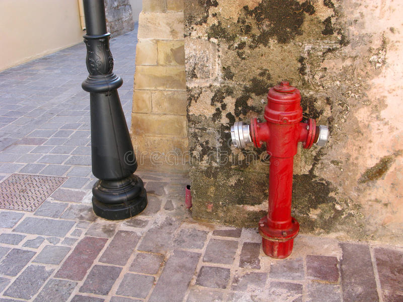 Boca de incêndio de fogo na rua fotografia de stock