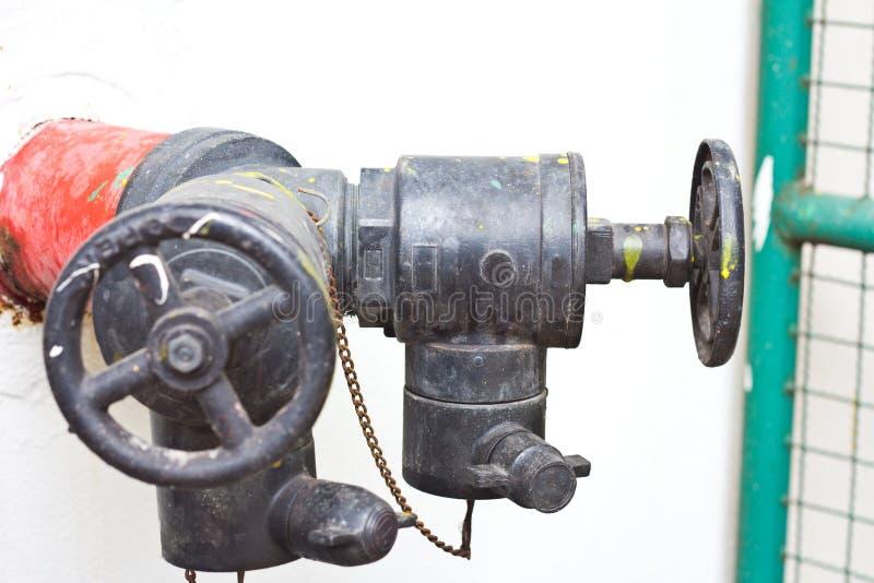 Boca de incendios de la manguera de conector imagenes de archivo