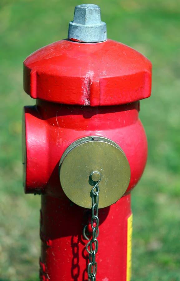 Boca de incendios roja para extinguir los fuegos foto de archivo libre de regalías