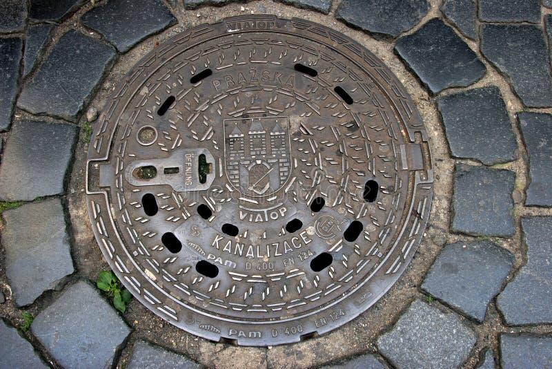 Boca de la alcantarilla de Praga foto de archivo