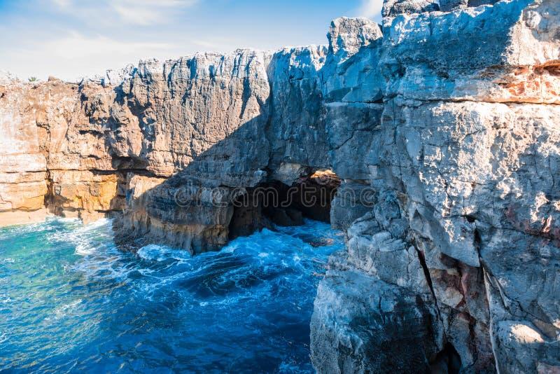 Boca de los diablos en Cascais, Portugal fotografía de archivo libre de regalías