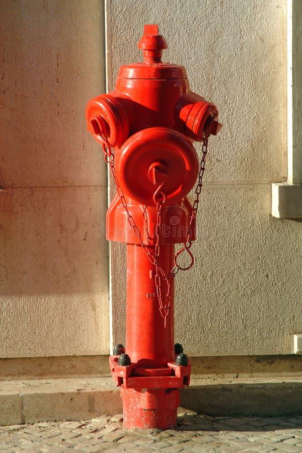 Boca de riego de fuego rojo fotografía de archivo libre de regalías