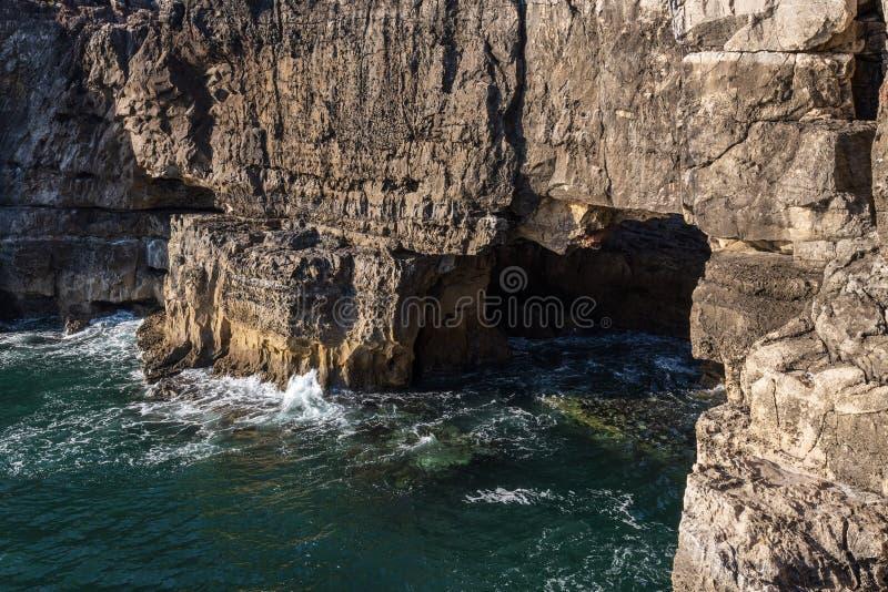 Boca do Inferno rock, στις ακτές της Πορτογαλίας, κοντά στο Cascais στοκ εικόνα με δικαίωμα ελεύθερης χρήσης