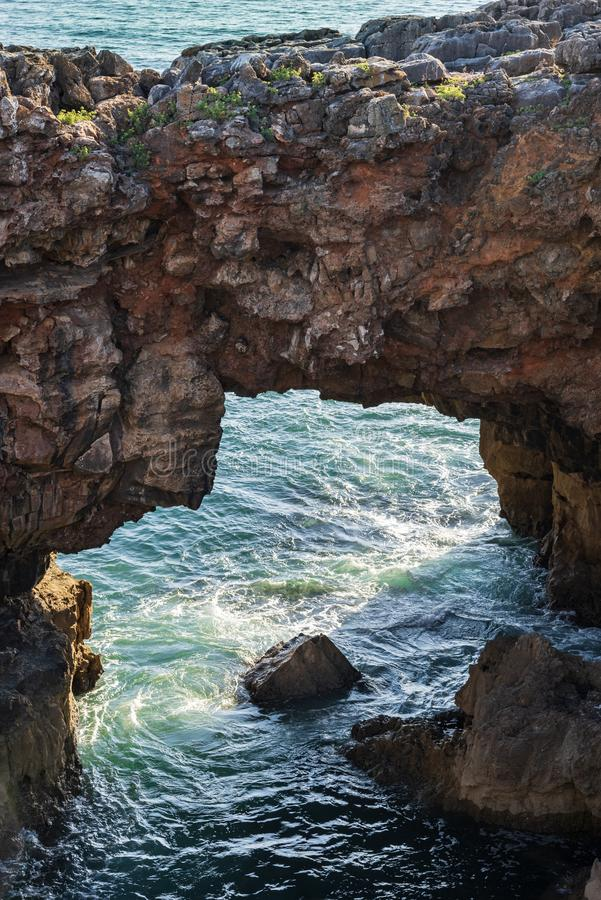 Boca do Inferno rock, στις ακτές της Πορτογαλίας, κοντά στο Cascais στοκ εικόνες με δικαίωμα ελεύθερης χρήσης