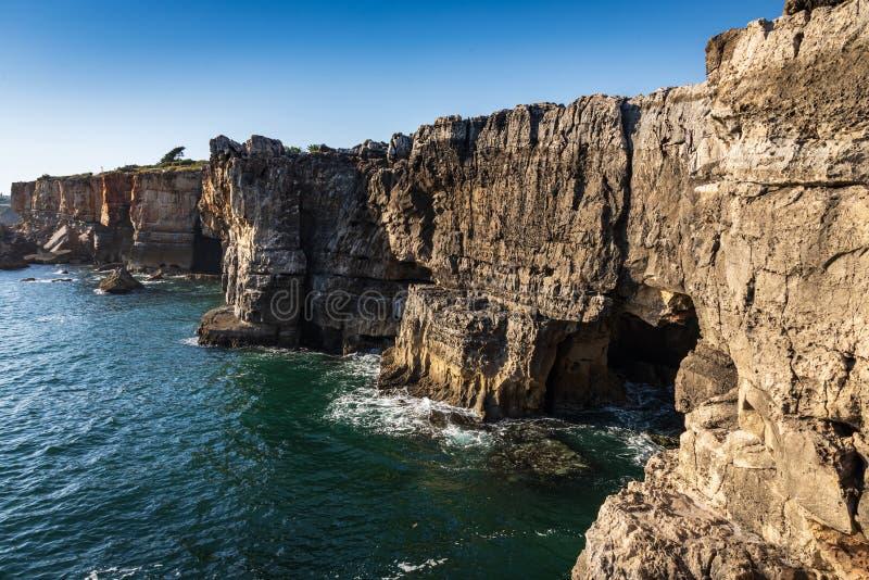 Boca do Inferno rock, στις ακτές της Πορτογαλίας, κοντά στο Cascais στοκ φωτογραφία