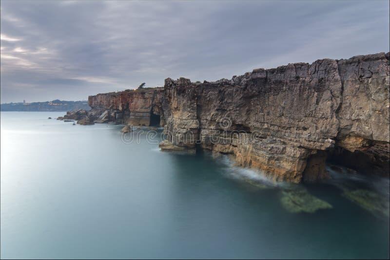Boca faz o inferno em Cascais, Portugal fotos de stock royalty free