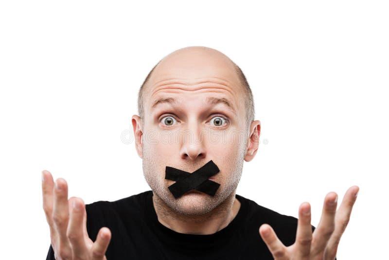 Boca fechado adulta assustado da fita adesiva do homem fotos de stock