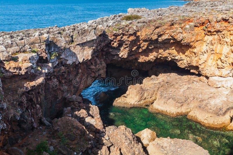 Boca hace el infierno - Cais Cais - Portugal Abismo de la boca del ` s del infierno, Portugal fotos de archivo libres de regalías
