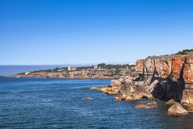 Boca hace el infierno - Cais Cais - Portugal Acantilados de la playa, Portugal imágenes de archivo libres de regalías