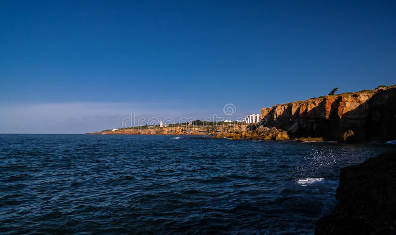 Boca hace la boca del ` s del infierno del abismo del infierno aka, Cascais, Portugal foto de archivo libre de regalías