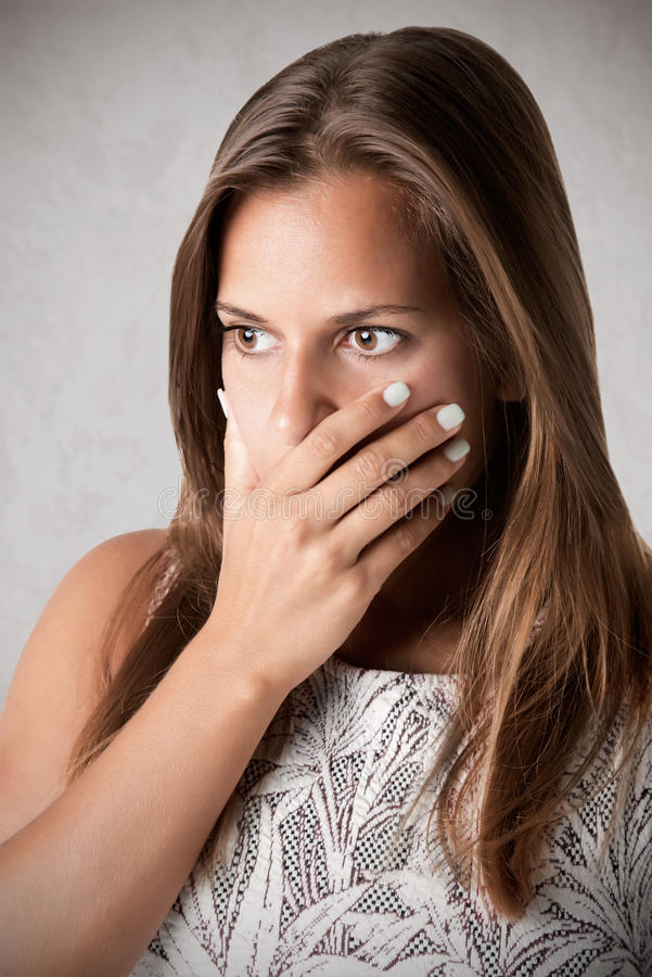 Boca interessada da coberta da mulher imagens de stock