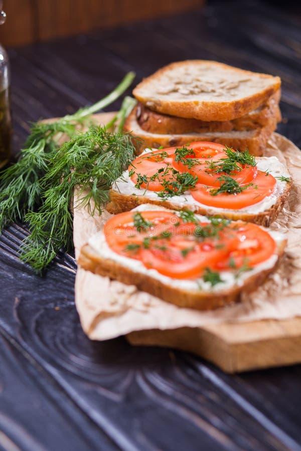 Bocadillo con los tomates imagen de archivo libre de regalías