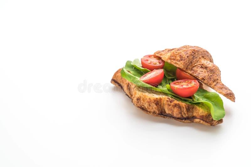 bocadillo del cruasán de los tomates - sano o estilo de la comida del vegano foto de archivo libre de regalías