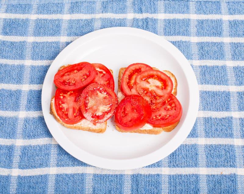 Bocadillo del tomate con pimienta fotos de archivo libres de regalías
