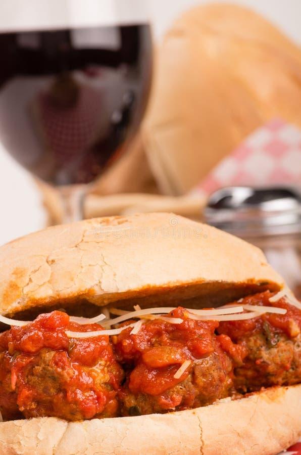 Bocadillo fresco del submarino de la albóndiga para el almuerzo foto de archivo libre de regalías