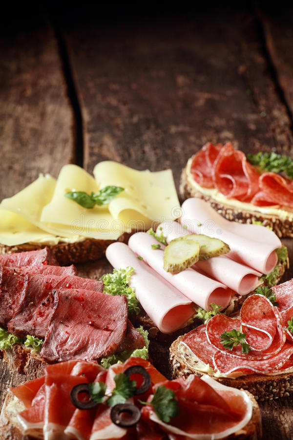 Bocadillos clasificados de la carne y del queso fotografía de archivo libre de regalías