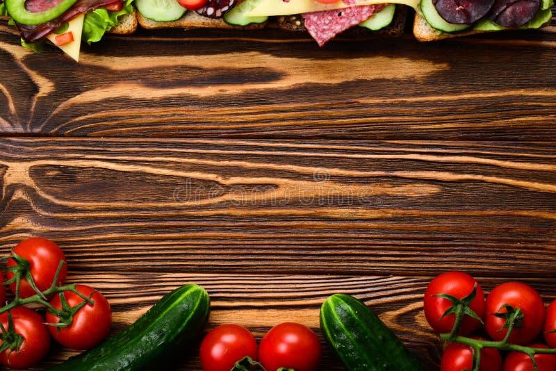 Bocadillos con la diversas carne y verduras fotografía de archivo libre de regalías