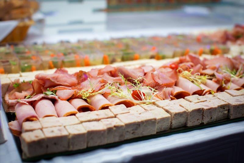 Download Bocado Del Frío De La Carne Foto de archivo - Imagen de jamón, pepino: 64208234