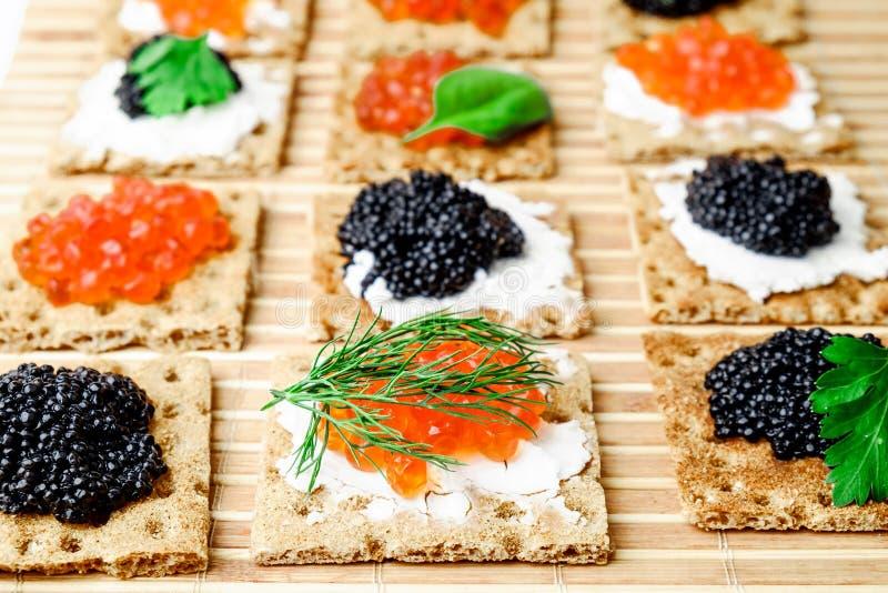 Bocados con el caviar imagen de archivo libre de regalías