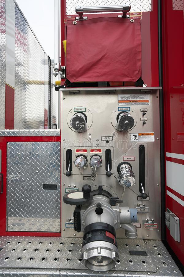 Bocal da descarga da água do motor do panelFire do instrumento da viatura de incêndio imagem de stock royalty free