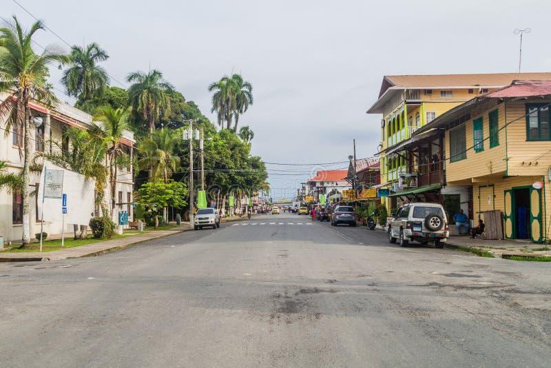 BOCAS DEL TORO, PANAMA - MAJ 20, 2016: Gata i Bocas delToro släp royaltyfri bild