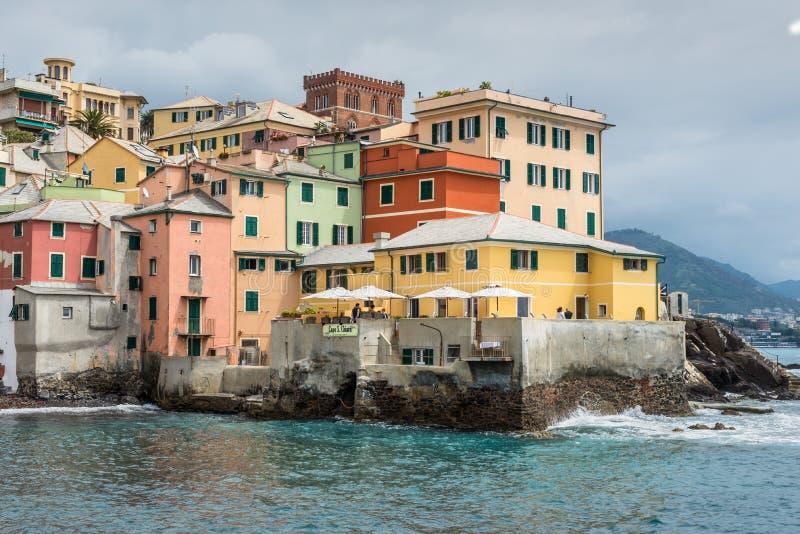 Boccadasse, un distretto di Genova in Italia, assomiglia ad un piccolo vil fotografia stock libera da diritti