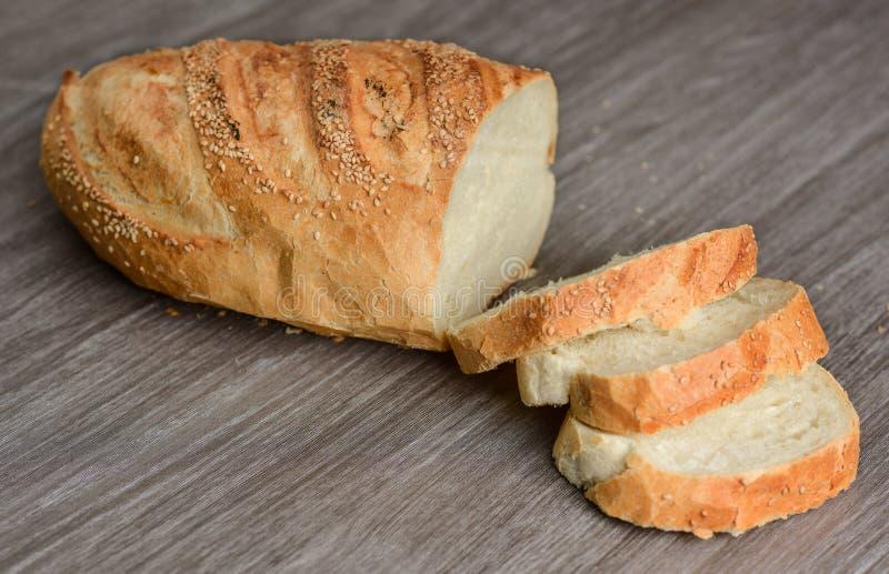 bochenek chleba pokroić zdjęcie stock