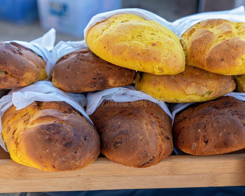 Bochenki chleb Dla sprzedaży Przy rynkiem zdjęcia royalty free