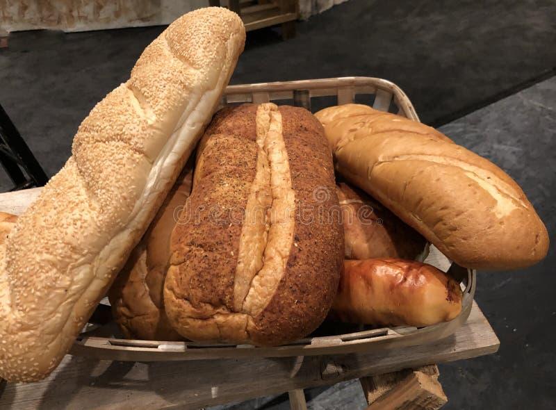 Bochenki ?wie?o piec chleb zdjęcie royalty free