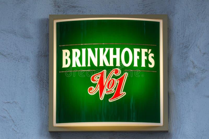 Bochum, Nordrhein-Westfalen/Deutschland - 08 11 18: brinkhoffs NO1-Bier unterzeichnen herein Bochum Deutschland stockfotos