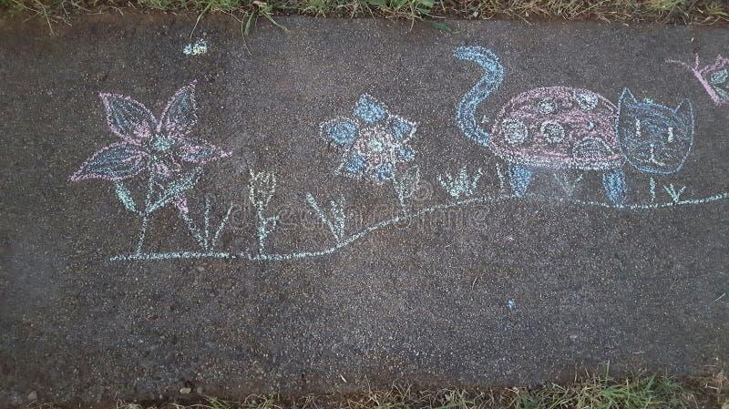 Bocznego spaceru kreda kwitnie biedronka kota dziecka zabawę zdjęcie stock
