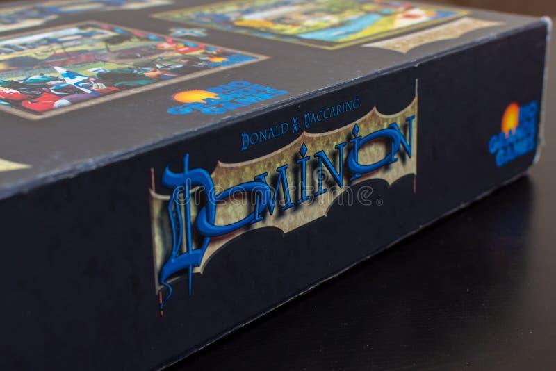 Boczny logo widok buduje karcianą grę dominium colourful pokład Duży pudełko obrazy stock