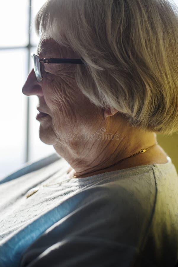 Boczny portret starsza kobieta obrazy royalty free